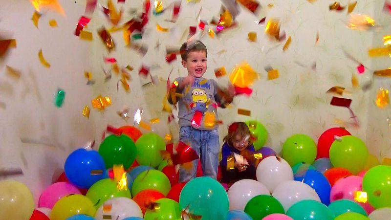 детки в шарах и конфетти