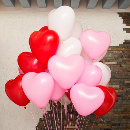 белые розовые красные шары сердечки